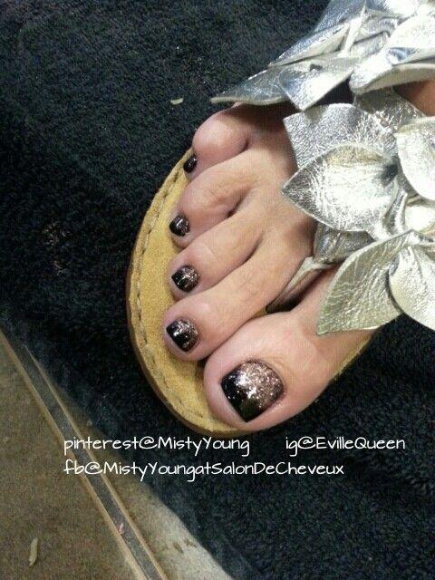 black, gold pedicure.. beauty toes! | Nail Art | Pinterest