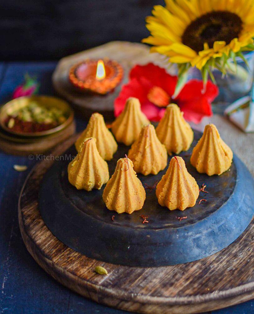 jaggery and instant khoya modaks kitchen mai recipe in 2020 happy foods sweet meat easy on hebbar s kitchen modak recipe id=61909