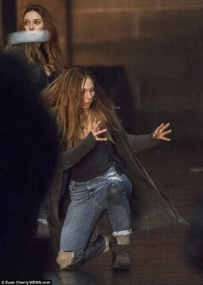 New Elizabeth Olsen And Her Stunt Double On The Set Of Avengers Infinity War Elizabeth Olsen Film Scarlett Witch Elizabeth Olsen
