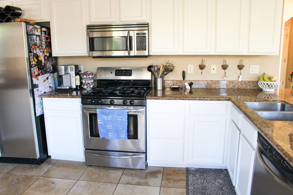 We painted our kitchen cabinets! (Benjamin Moore Swiss Coffee) - The Fitnessista