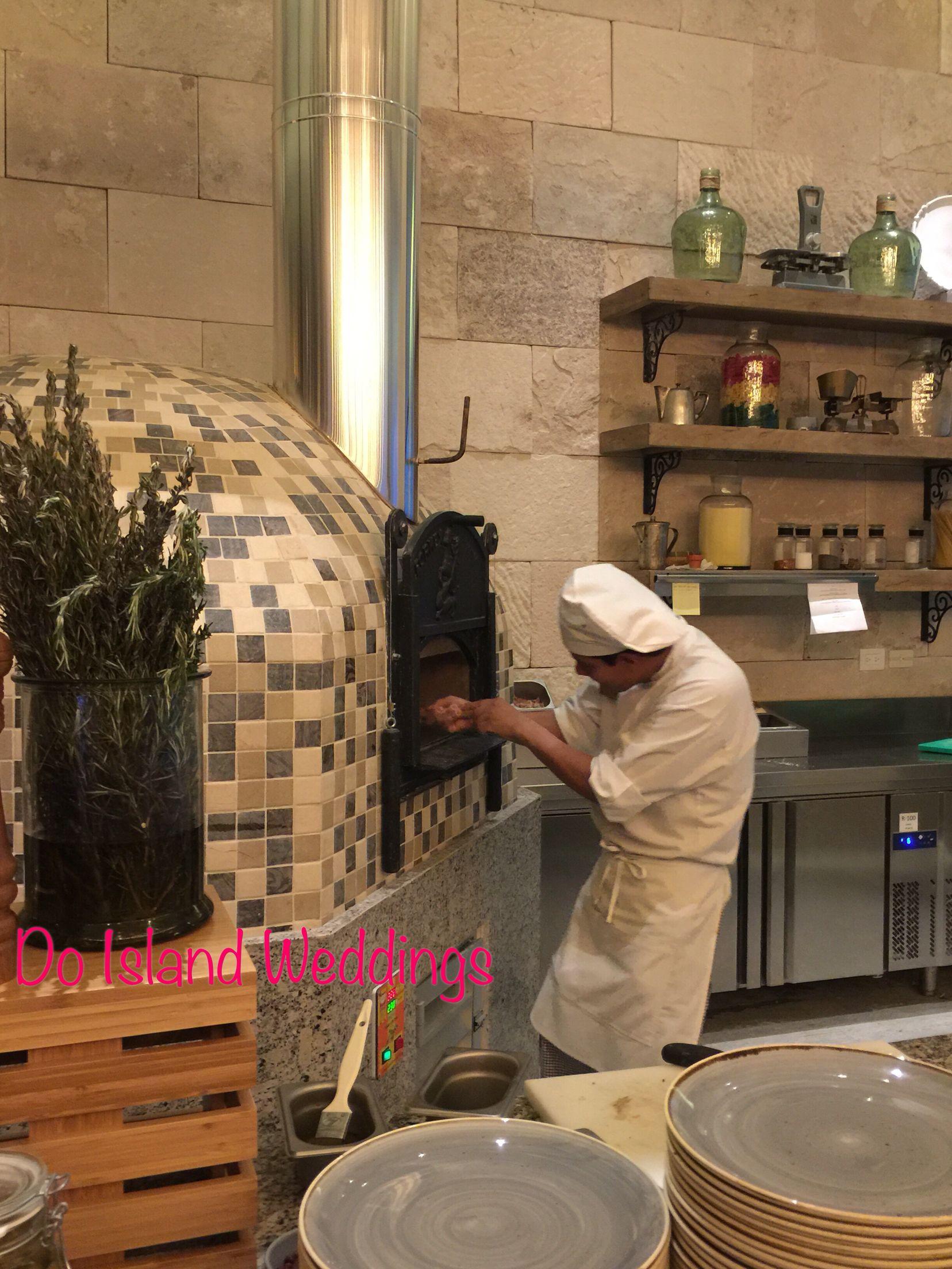 Lorenzo's Italian Restaurant  #hyattzivacancun #handtossedpizza #hyattallin #evolutionofallinclusive #idoislandweddings