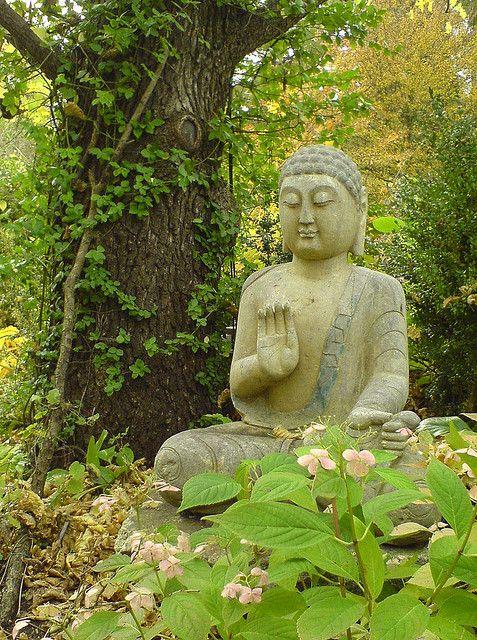 buddha mit blumenelfen buddha buddhism and gardens. Black Bedroom Furniture Sets. Home Design Ideas