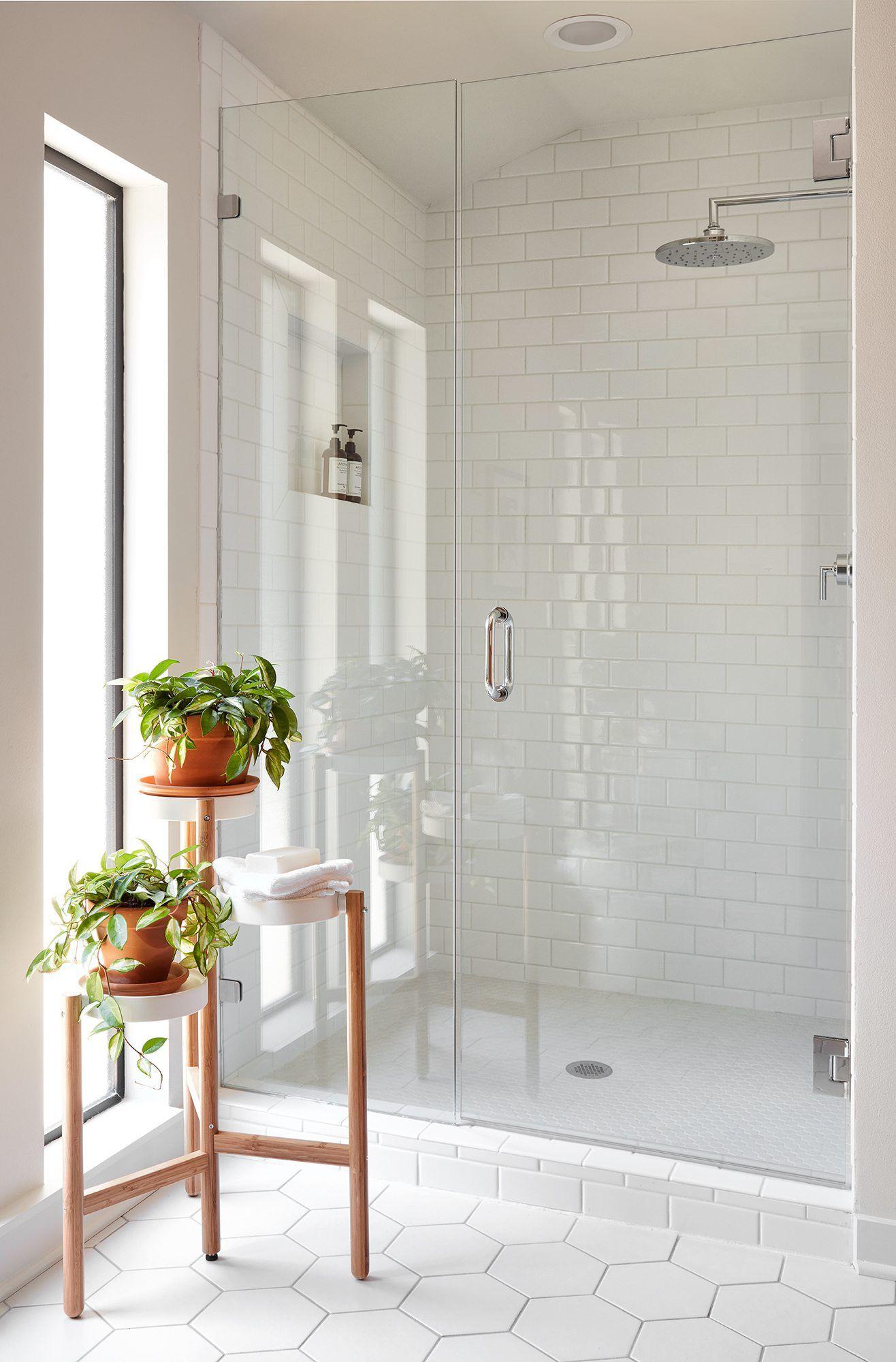Episode 6 Season 5 Hgtv S Fixer Upper Chip Jo Gaines Modern White Bathroom Bathroom Tile Designs Bathroom Interior Design