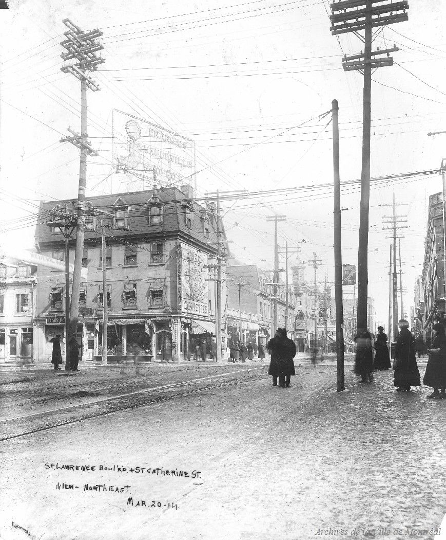 St. Lawrence Boulevard & St. Catherine Street View Northeast : Before . - [20 mars 1914] - Archives de Montréal