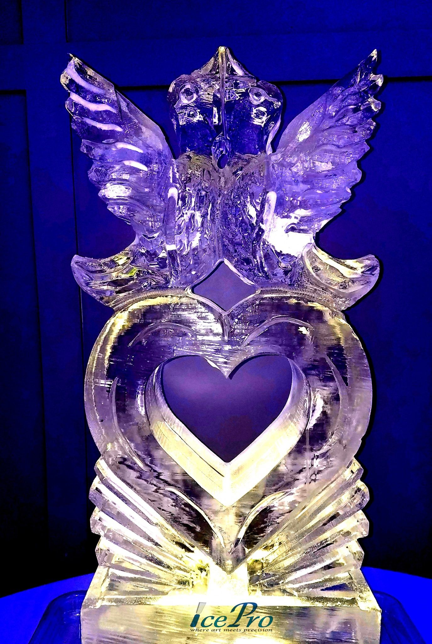 Lovebirds On Heart Ice Sculpture Created For A Wedding Reception From A Full Block Of Ice Icesculpture Ice Sculpture Wedding Snow Sculptures Ice Sculptures