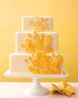 Tarta con flores amarillas