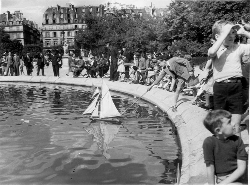 Jardin Du Luxembourg Bassin Enfants Et Bateaux Photo Noel Le