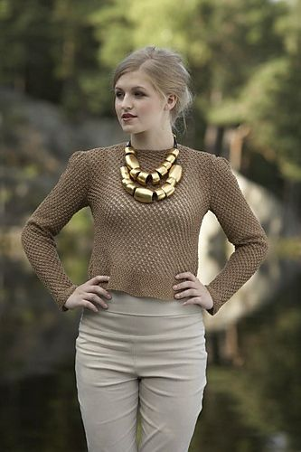 Ravelry: Bjørnebærgenser pattern by Linda Marveng. Photo: Kim Müller Model: Anna Pfeifer