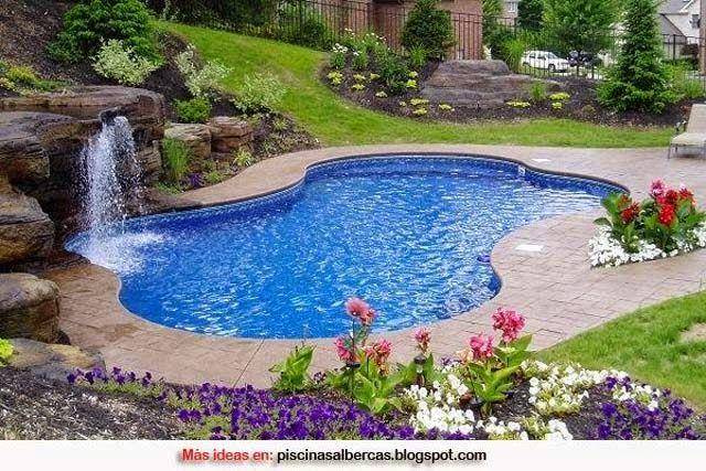 Piscinas con jardines espacios al aire libre pinterest for Planos de piscinas pequenas