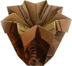 CONTENEDORES DE ORIGAMI http://pinterest.com/piranzo/origami-containers-boxes/