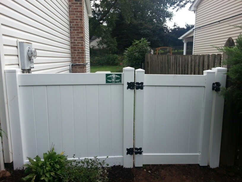 Pin By Emanuel Esteves On Vinyl Fence Vinyl Gates Pvc Fence Vinyl Fence