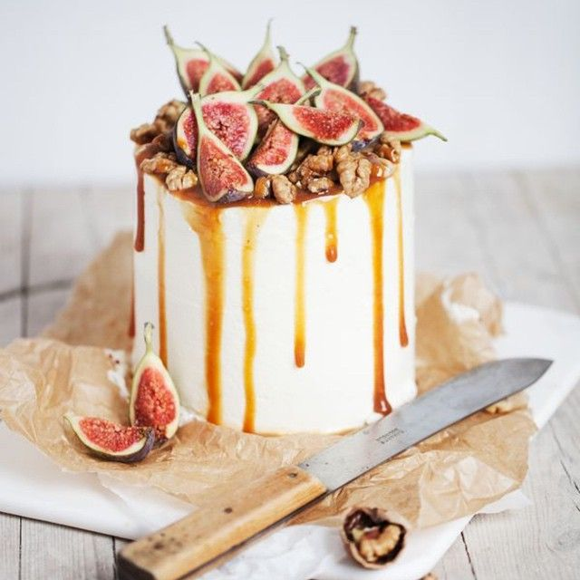 Figs and Caramel - what a perfect flavour combination! What did you choose, or what dessert flavours are you having for your big day?  Image via @toertchenzeit and on our Pinterest page annacampbellaus #cake #caramel #yummy #wedding