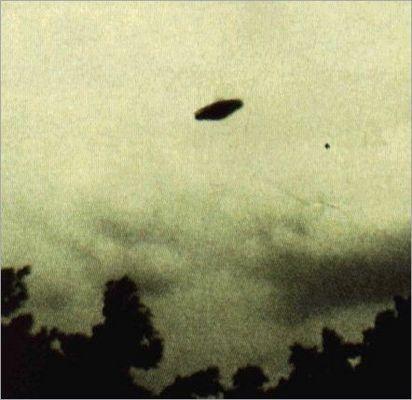 https://www.youtube.com/watch?v=GvA7ybbh3Hg&list=PLVaI_N2nuGunwMhPiHnEGimSbFv09d9TT  MORE ON UFOS HERE