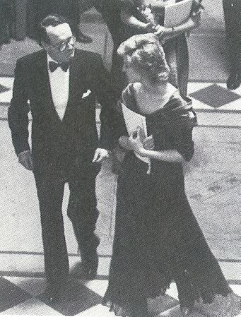 1988-05-19 Diana is welcomed at the Guildhall by Donald McDonald, Chairman of the Scottish Chamber Orchestra, for a Scottish Gala Evening