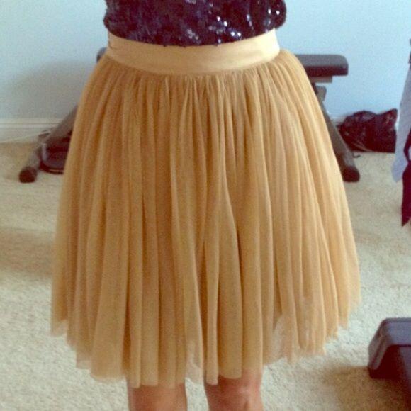 Nude forever 21 tulle skirt Forever 21 Tulle skirt, knee length Forever 21 Skirts Midi