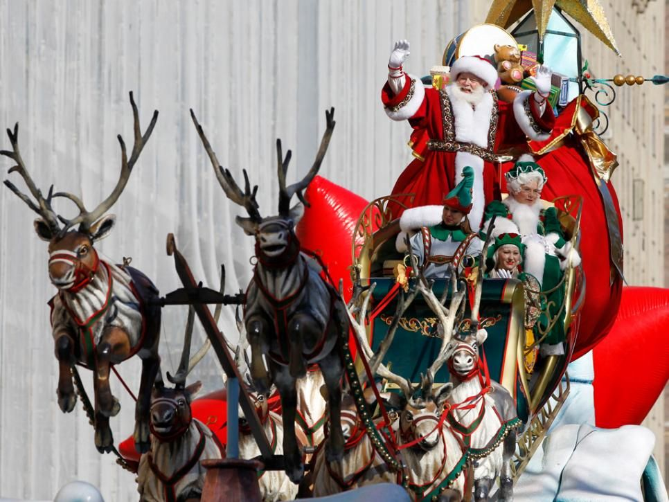 Here Comes Santa!   Macy's thanksgiving day parade, Thanksgiving parade, Holiday parades