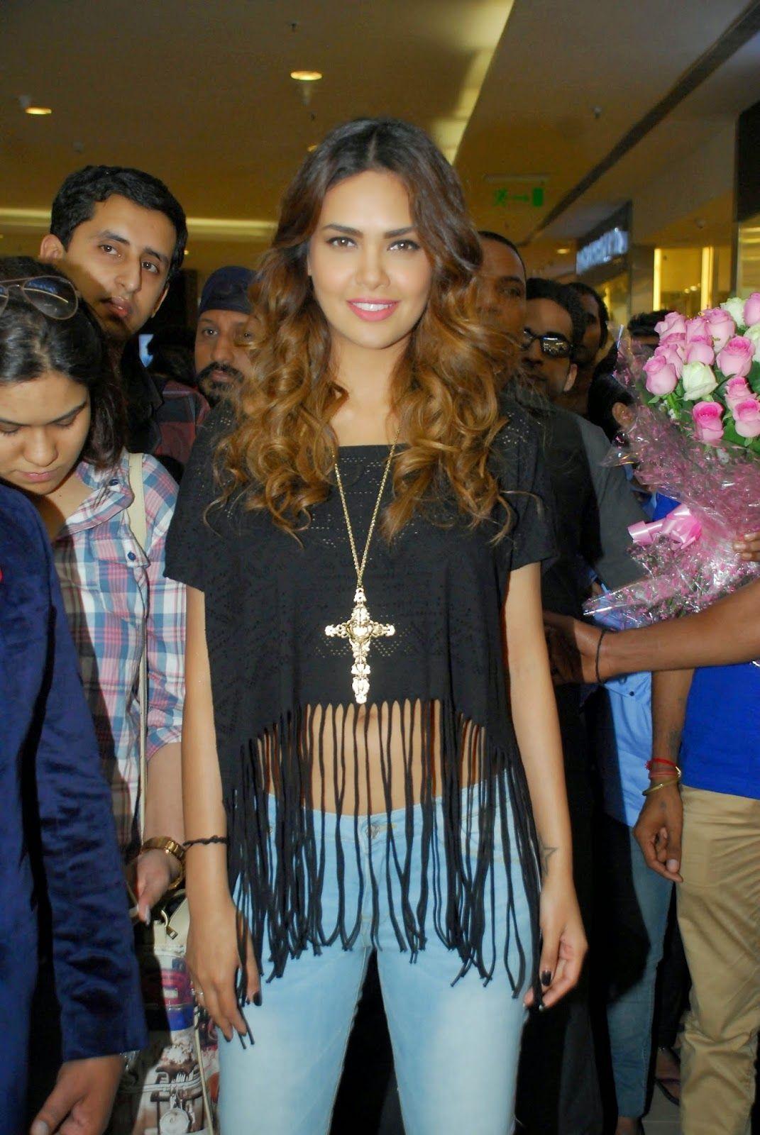 High Quality Bollywood Celebrity Pictures: Esha Gupta