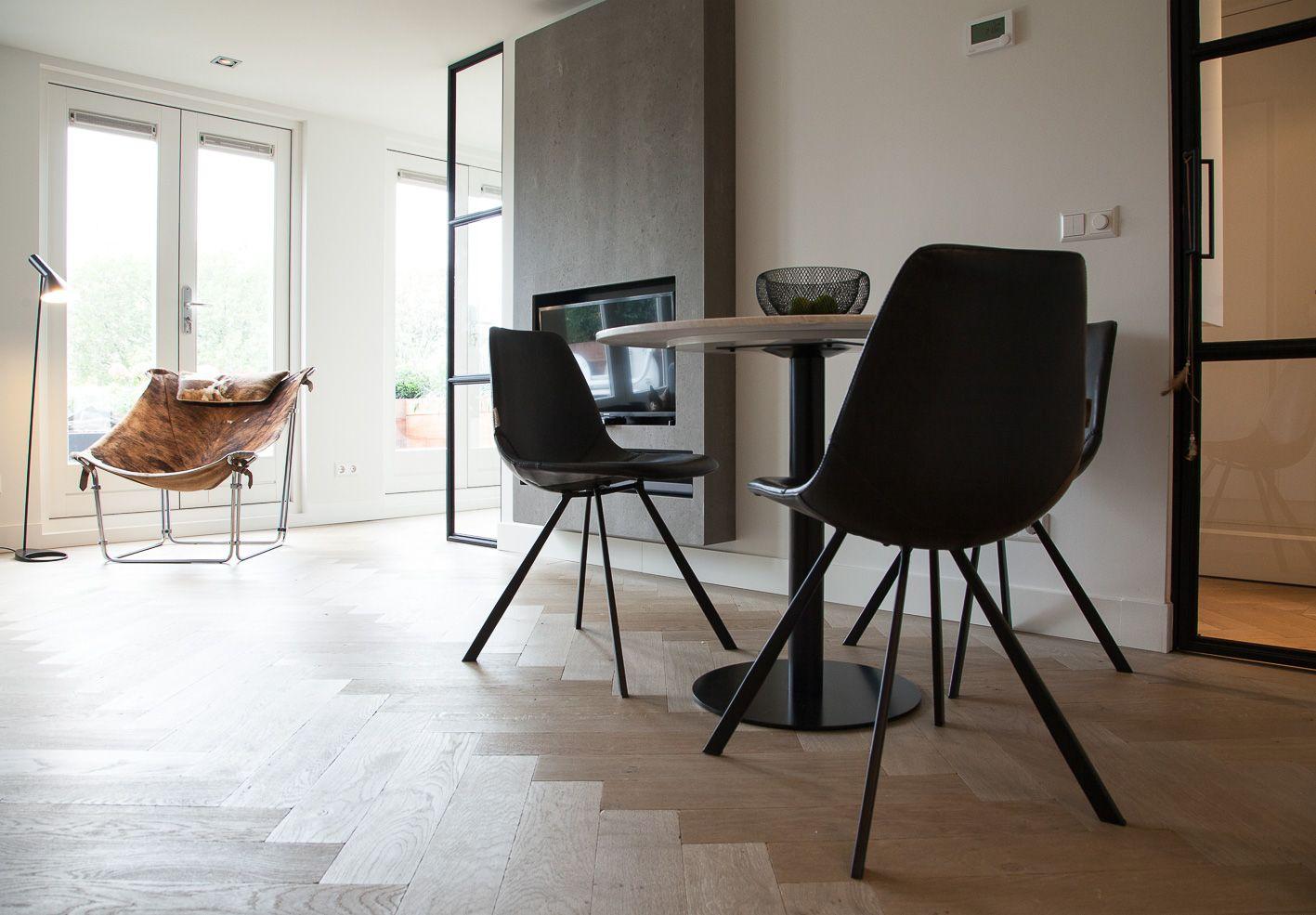 Moderne Visgraat Vloer : Modern interieur visgraat vloer oker studio interieurs
