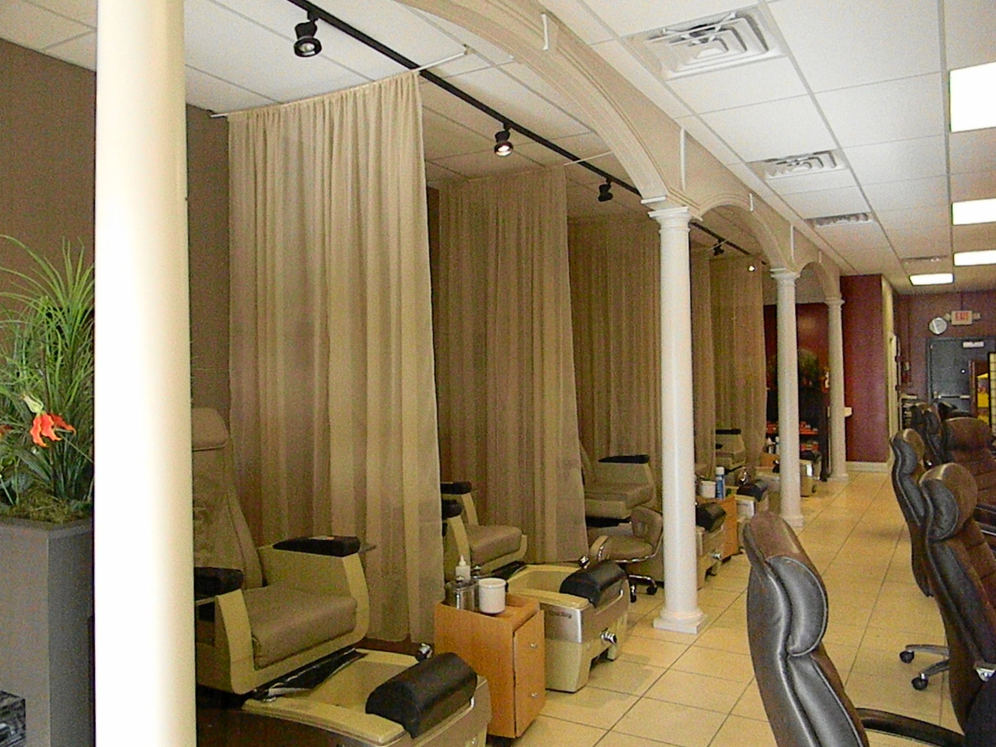 Nail Salon Ideas Design nail salon interior design ideas with low ...