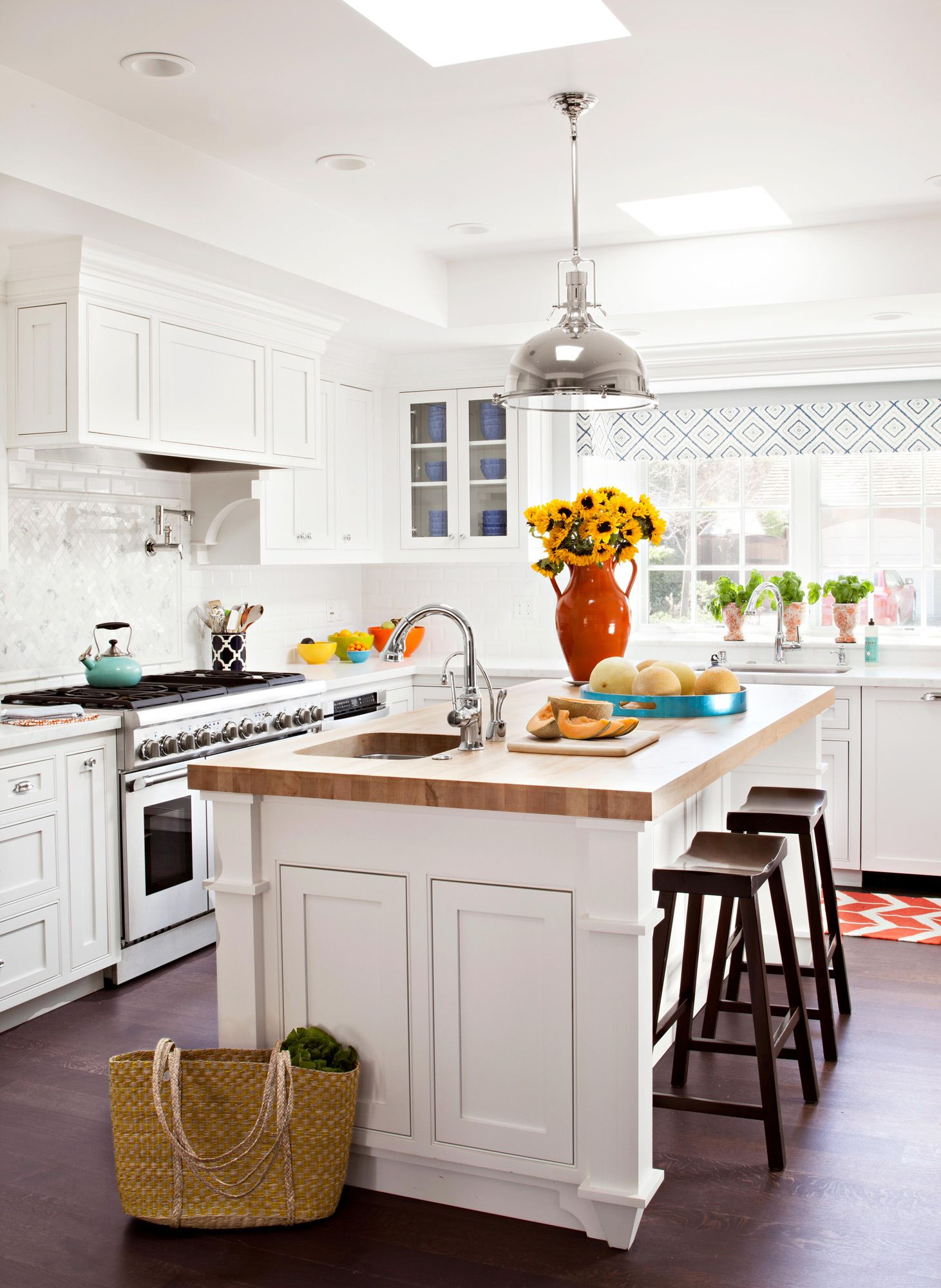 30 Dramatic Before And After Kitchen Makeovers You Won T Want To Miss In 2021 Kitchen Remodel Small Kitchen Room Design Kitchen Layout Kitchen trends 2016 to avoid