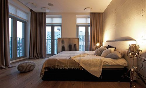 Betonnen muren en houten vloer in slaapkamer   Slaapkamer ideeën ...