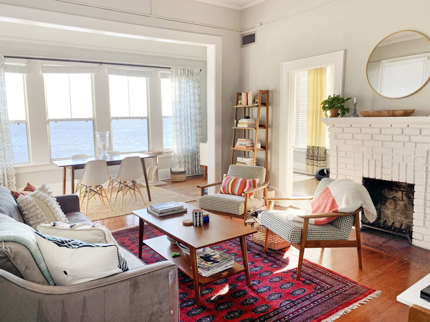This Apartment\'s Views Feels Like Living on a House Boat in ...