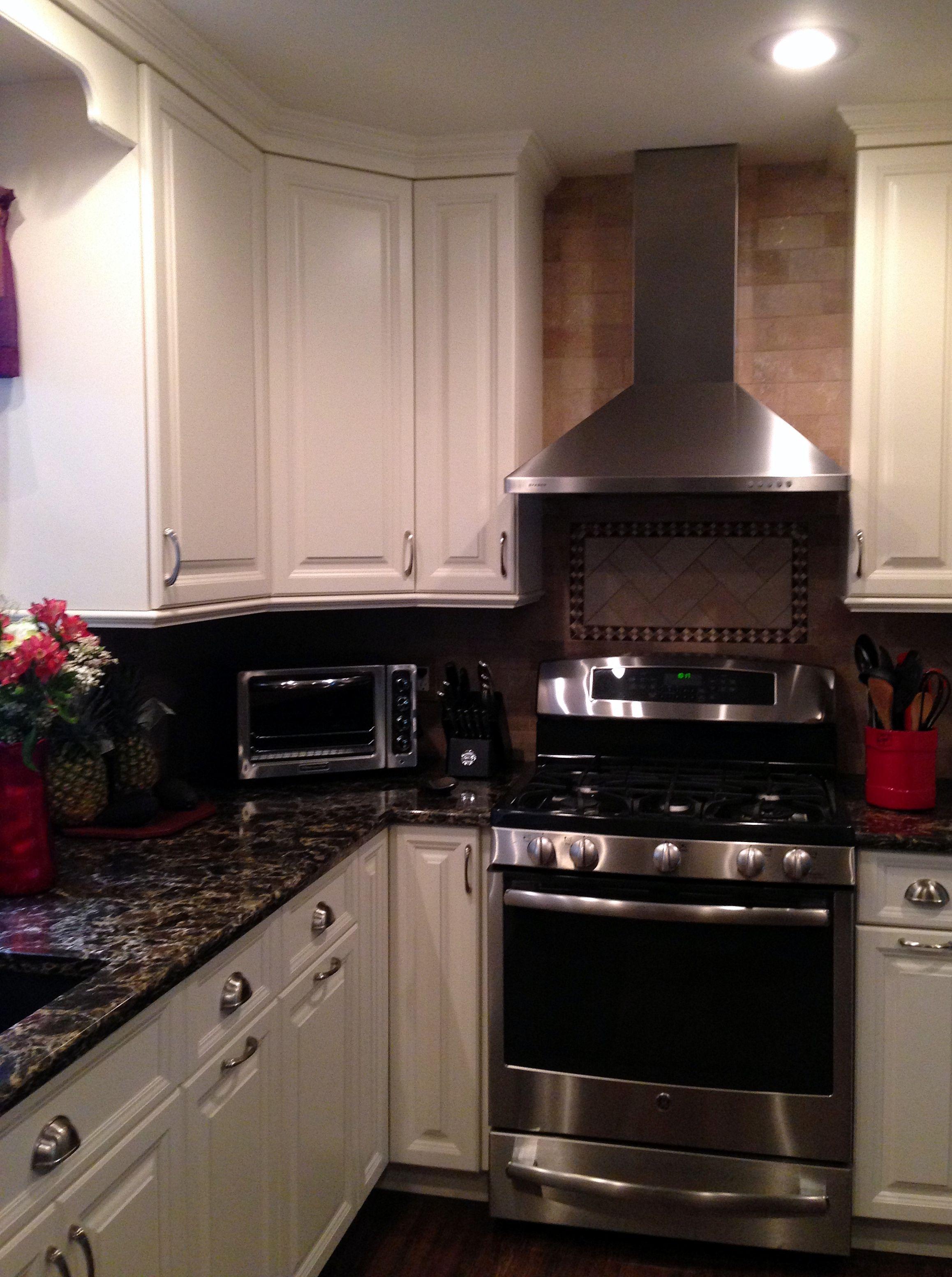 White Millbrook Kitchen With Laneshaw Quartz Countertops 6 Of 10 Kitchen Countertops Quartz Countertops