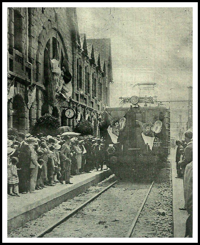 Estación De Puigcerdá El 21 De Julio De 1929 Inauguración De La Electrificación De La Línea Y Llegada Del Tren Hasta La Tour Tren Tren Antiguo Estacionamiento