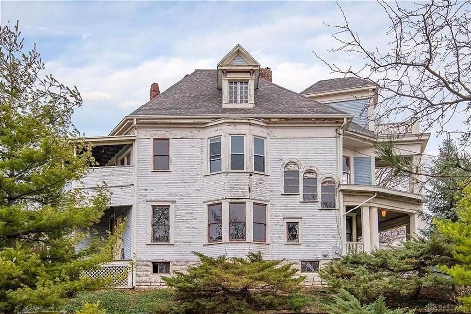 1899 Fixer Upper In Dayton Ohio In 2020 Fixer Upper Historic Homes Old House Dreams