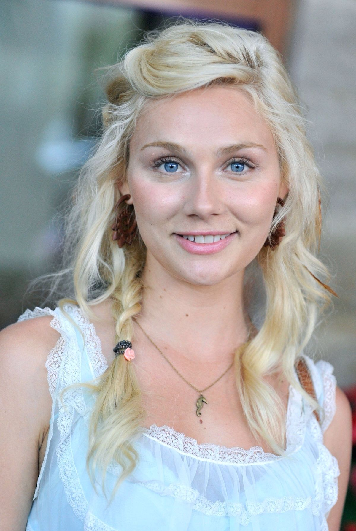 Clare Bowen naked (11 photo), Sexy, Is a cute, Feet, legs 2006