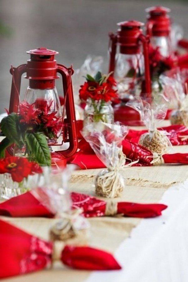 Best Christmas Table Decoration Ideas Red White Decoration Lanterns Napkins Christmas Table Decorations Christmas Table Settings Christmas Tablescapes