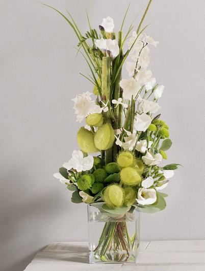 saphir blanc bouquet graphique en hauteur de fleurs vari es blanches et vert anis mariage. Black Bedroom Furniture Sets. Home Design Ideas