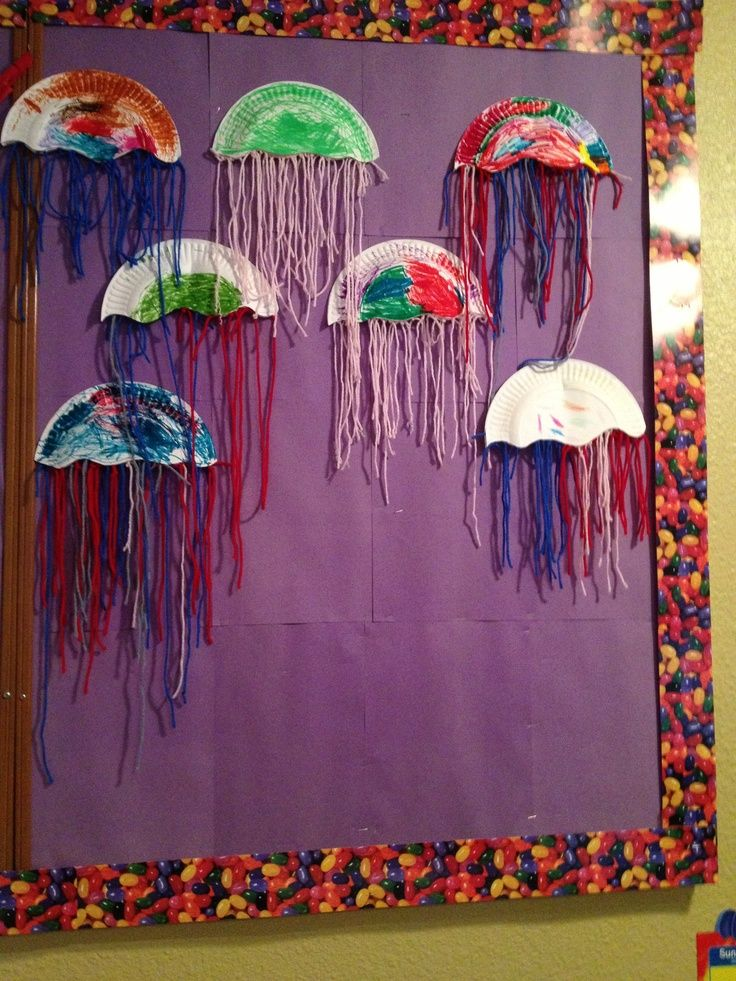 yarn on construction paper arts and crafts | Paper plate jelly fish yarn