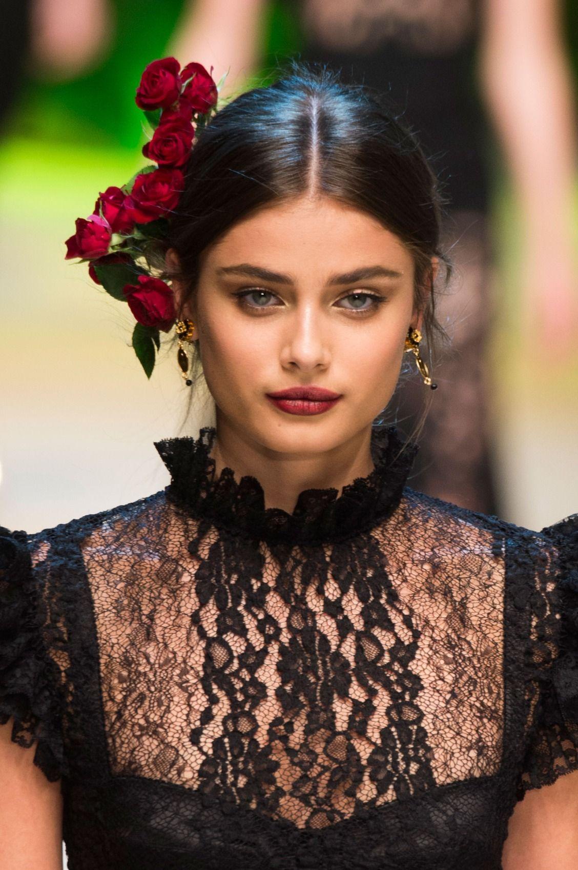 849979c131 Taylor Hill at Dolce   Gabbana SS17