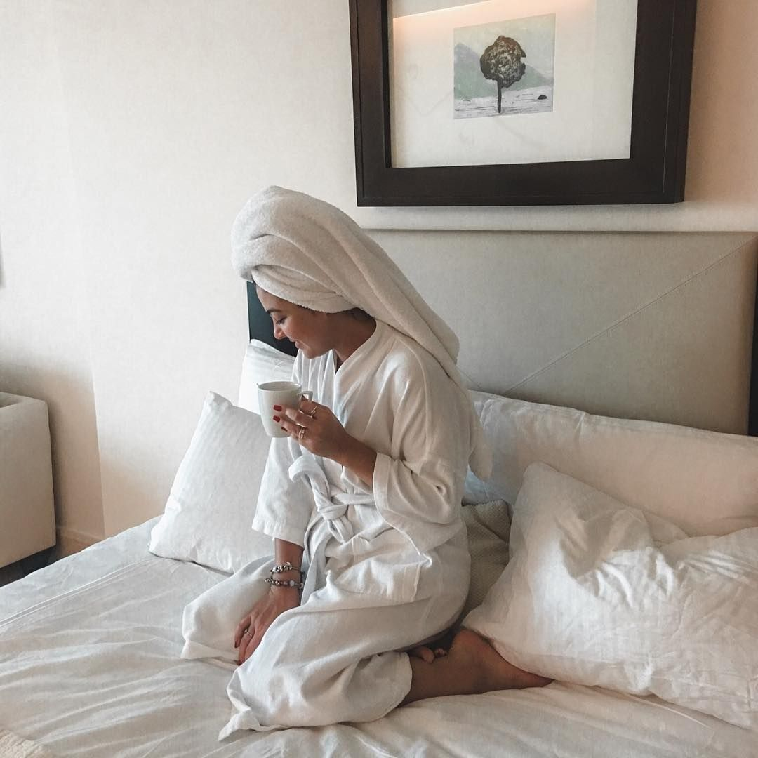 viagem, blogueira, roupão, foto na cama, foto de toalha