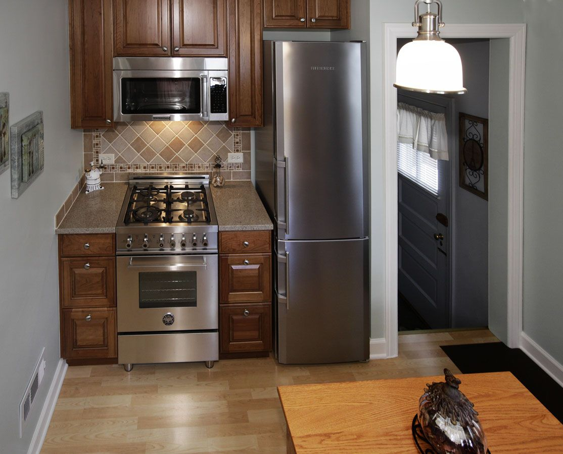 Small Kitchen With 24 Quot Wide Refrigerator And Range With 30