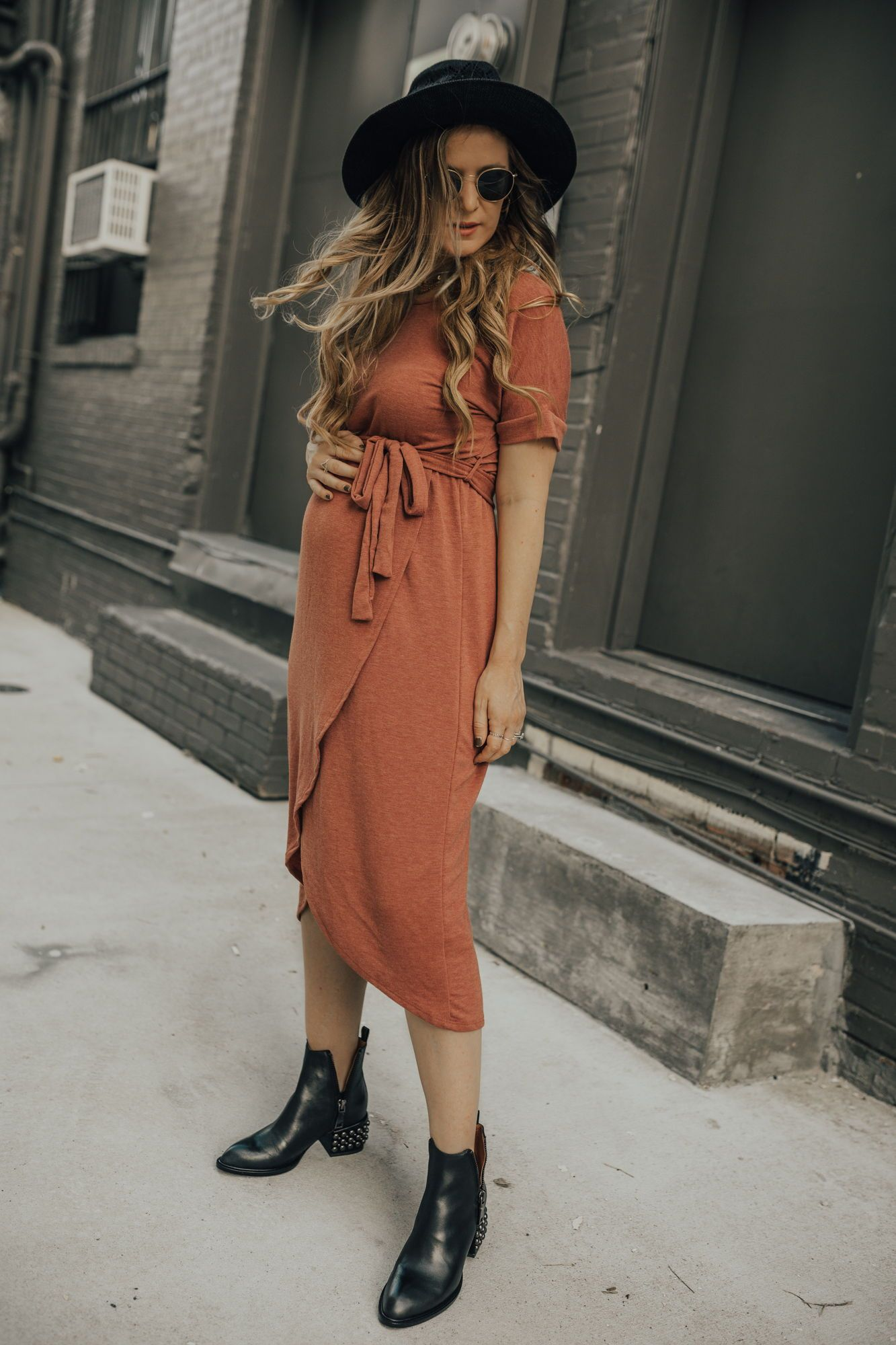 8d278a453f5 Edgy maternity outfit styled with wrap dress