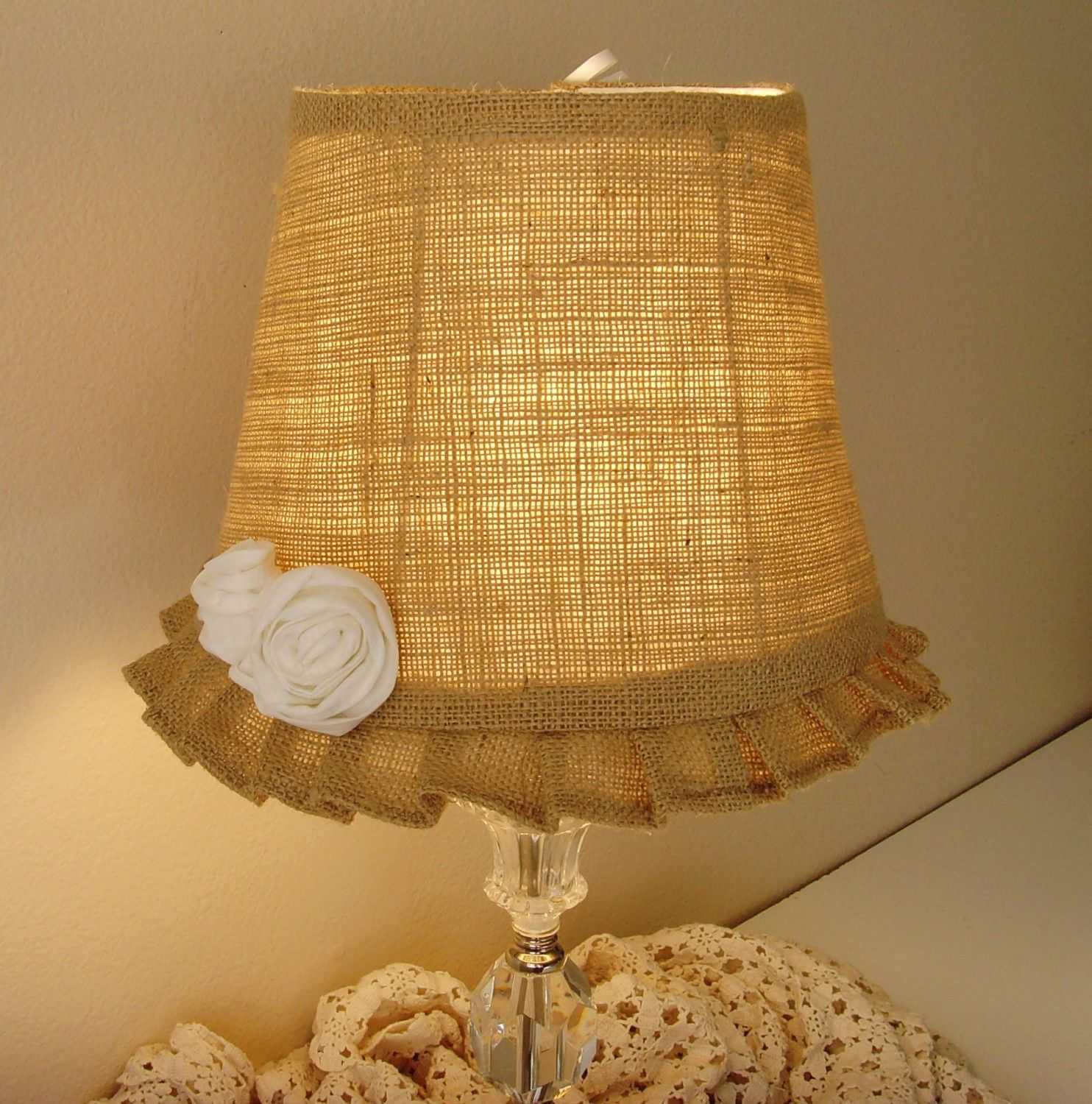 Burlap lamp shade crafts i would love to do pinterest for Burlap lights