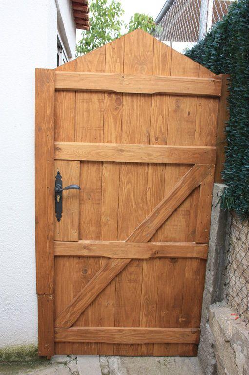 Ventanas hechas de paletas de maderas buscar con google madera - Como hacer una puerta de madera rustica ...