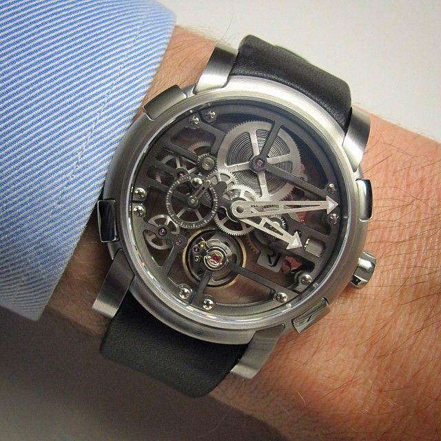 Romain Jerome Skylab Heavy Metal, a modern squelette watch