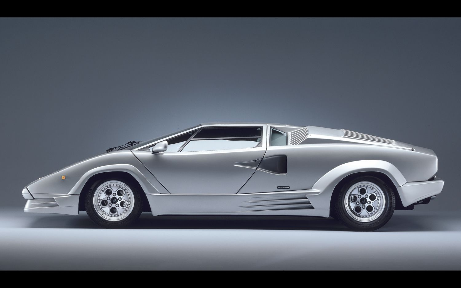 Wonderful Lamborghini Countach Side View Photo On January 30, 2012