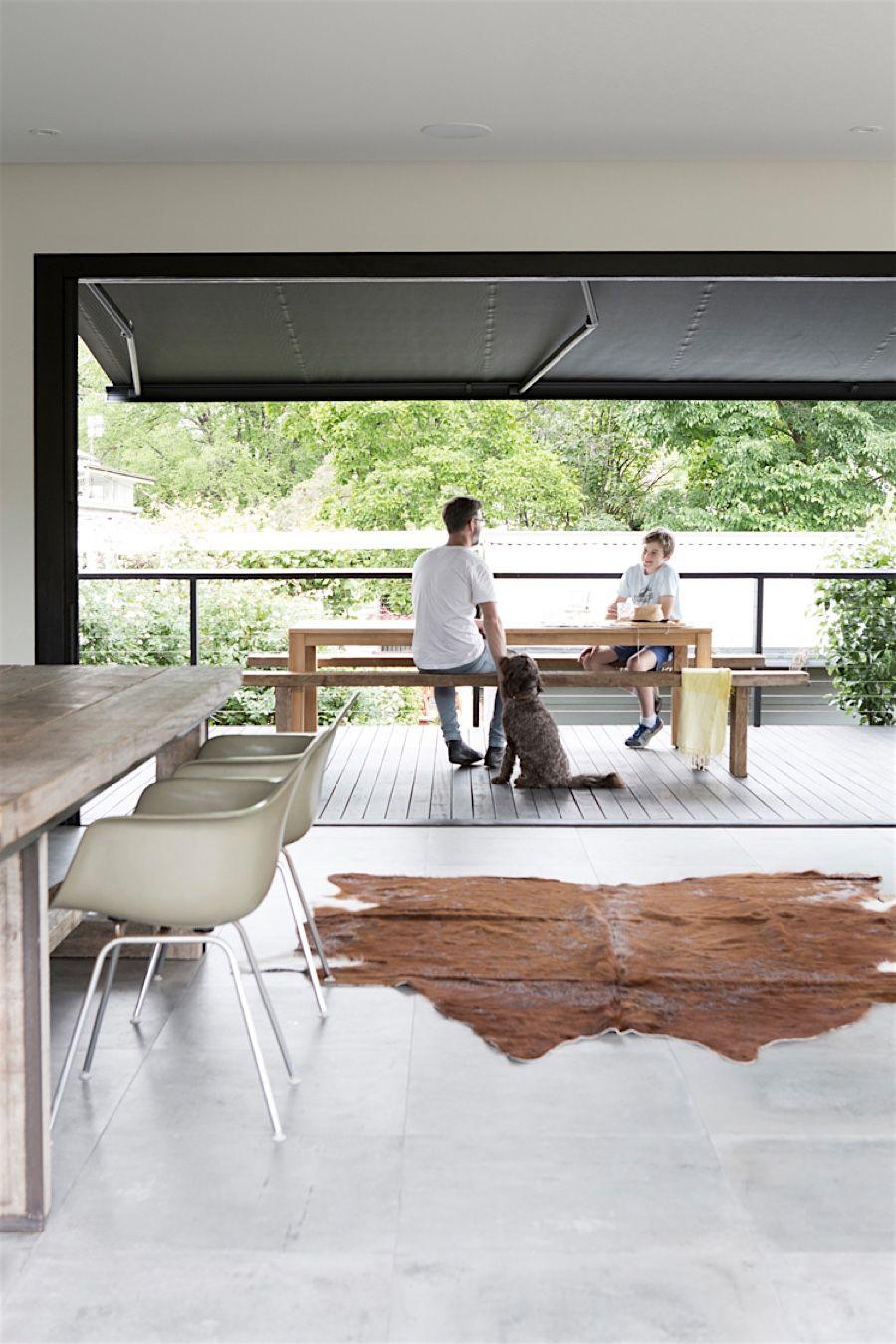 Those Architects bauen ein Extra-Haus an eine alte Hütte ...