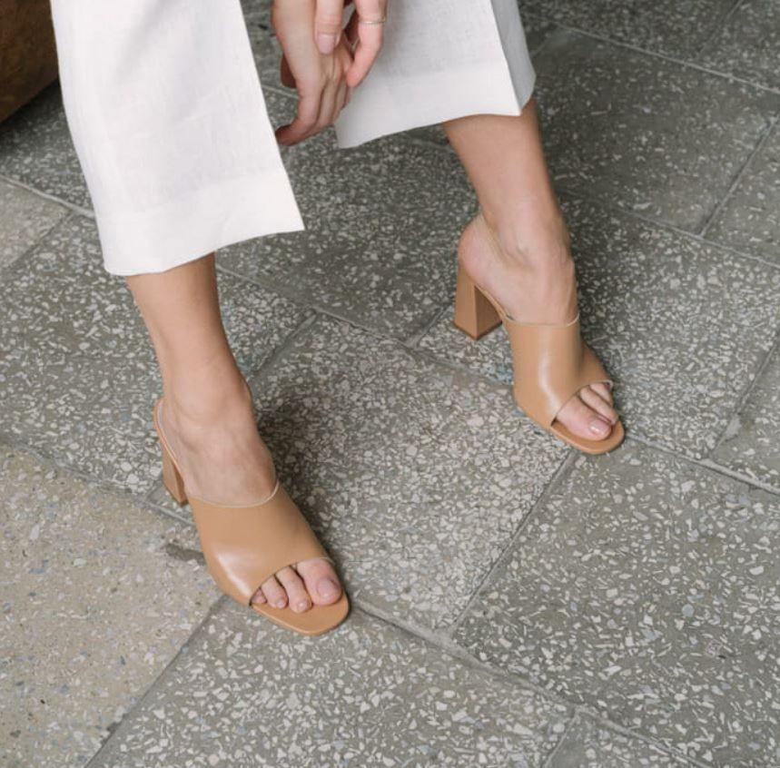 Bezowe Klapki W Ktorych Przejdziesz Cale Lato Sandals Heels Heels Shoes