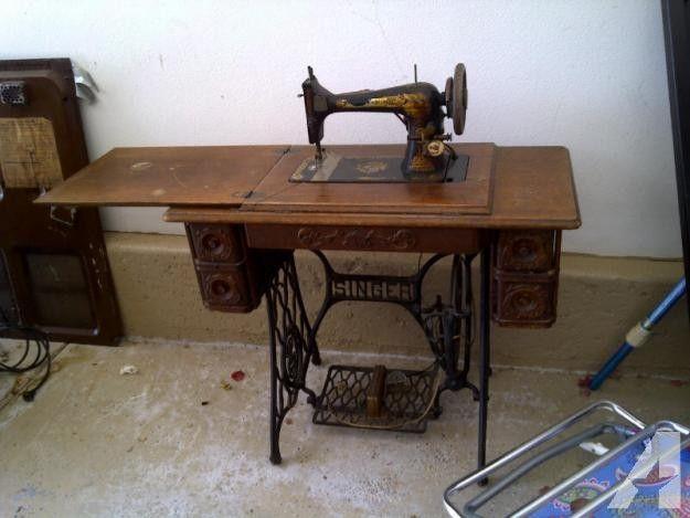 Antique 1907 Singer Sewing Machine With Original Manuals