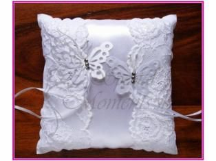 Vankúšik na svadobné obrúčky s čipkou a motýľmi - www.specialmoments.sk