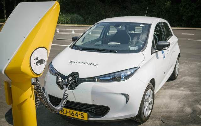 Praatpaal Keert Terug Als Laadpaal Voor Elektrische Auto S By Rijkswaterstaat Electric Cars And Transport Pinterest