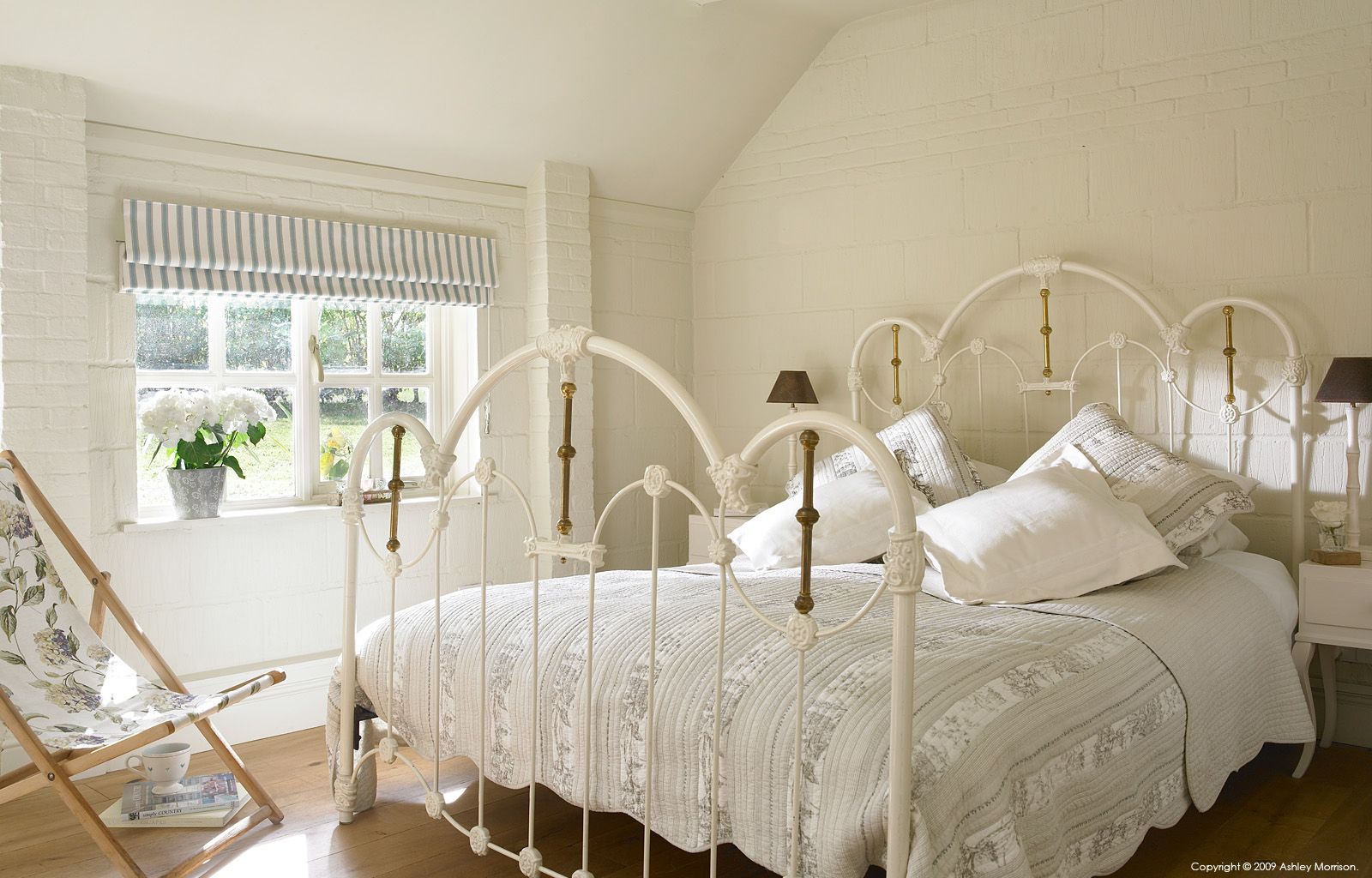 Guest bedroom in Beth & Jason Cooper's barn near Guildford