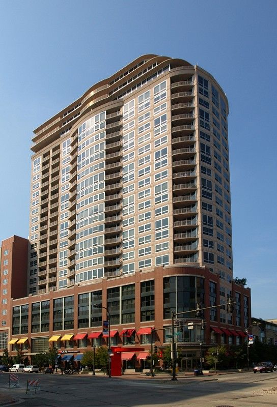 Sherman Plaza in Evanston (25-story residential building with post-tensioned concrete parking levels) © Marshall Gerometta