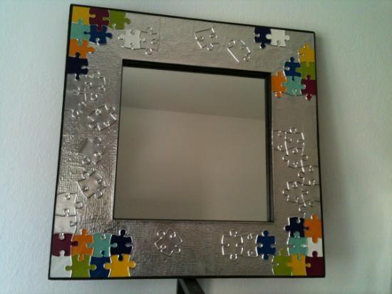 Marco de espejo repujado espejo aluminio esmaltes repujado for Espejos redondos con marco de madera