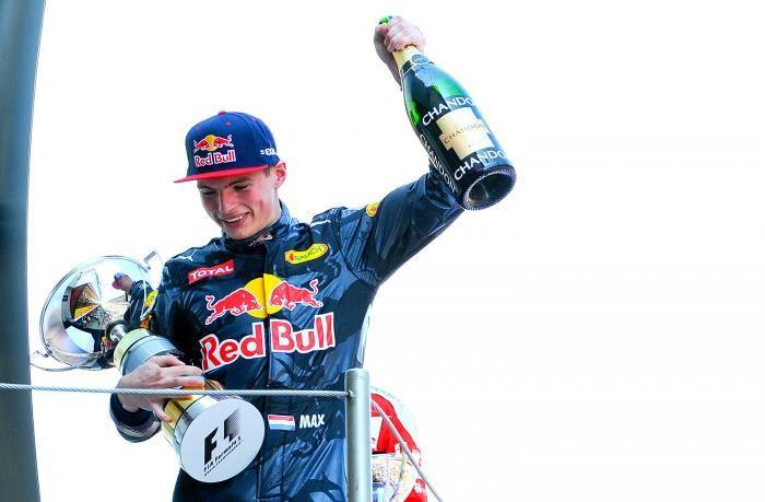 15 mei 2016 zal de boeken in gaan als een historische dag. De dag van Max Verstappen, die op het circuit van Barcelona als jongste Formule 1-coureur ooit zijn allereerste zege pakte. Uitgebreid nagenieten doe je hieronder met 15 prachtige foto's.
